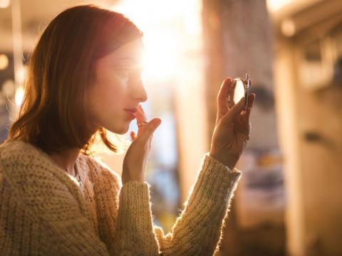 Взгляните в зеркало: 7 симптомов опасных заболеваний, которые всегда «написаны» на лице