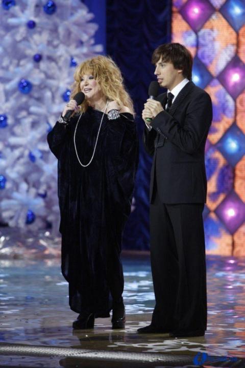 Кроссовки от Рианны и крохотные шорты: Пугачева вновь удивила поклонников молодежным стильным образом