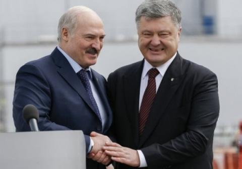 Итоги визита Лукашенко в Киев: Порошенко потроллил коллегу сиськами «Фемен» и потребовал закрыть границу танкам Путина