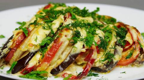 Баклажаны с овощами в духовке