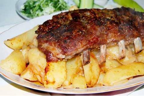 Свиные ребра с картофелем в рукаве