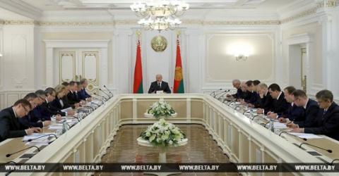 Лукашенко устроил разнос: Если вы хотите перечеркнуть все, что сделано президентом за 20 лет, этого не получится