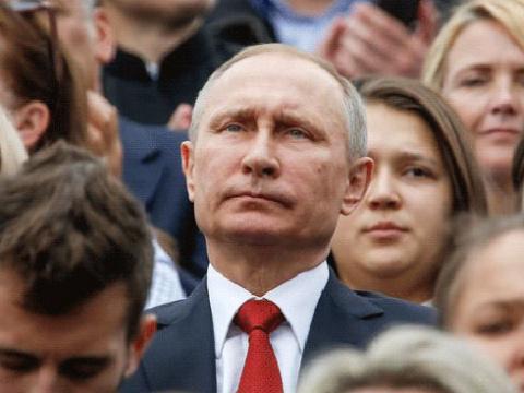 Левада-Центр: Путин останетс…