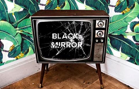 По сериалу «Черное зеркало» напишут книгу. Естественно на сверхтехнологичной бумаге