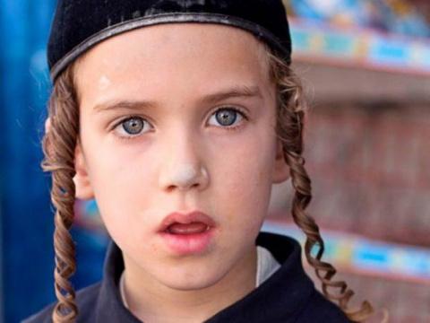 Еврейский мальчик поступает в школу
