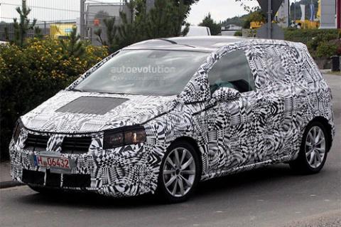 VW Golf Plus станет больше и удобнее