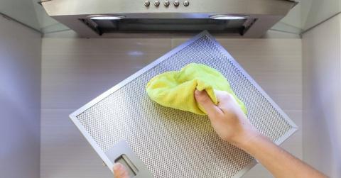 Как почистить кухонную вытяжку