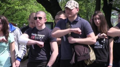 Украинцы несут в Европу наци…