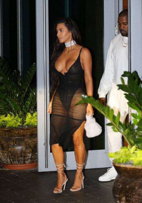 Смелые наряды Ким Кардашьян