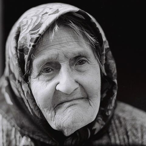 Старая мать...