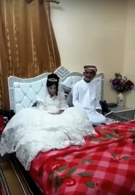 Свадьба. Ему - 80, ей 12 (видео)