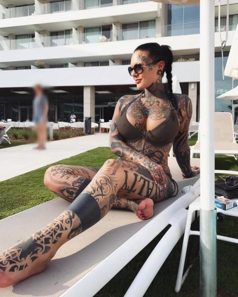 Mara Inkperial с татуировкой повсюду