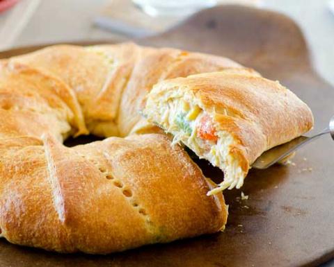Пирог-кольцо с курицей и овощами