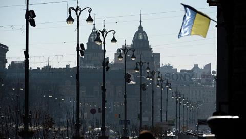 Украинские радикалы залили монтажной пеной банкоматы российских банков