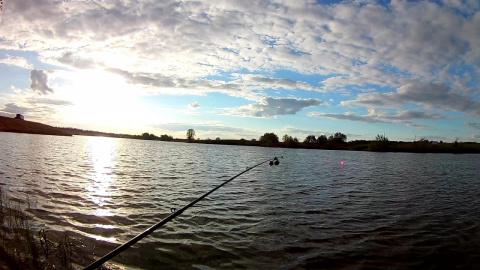 Вечерняя рыбалка на карася. Очень плохая погода!