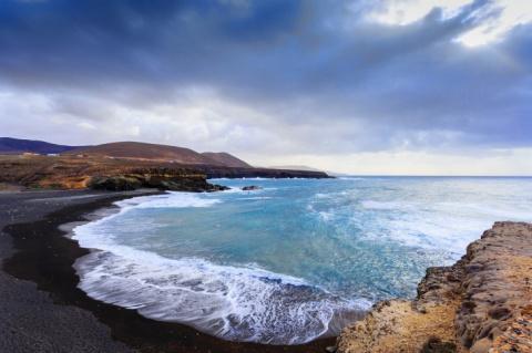 Представьте идеальный пляж: …