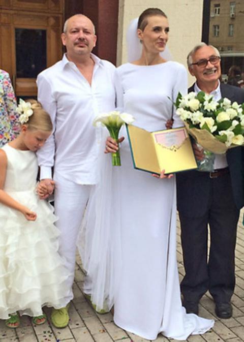 Дмитрий Марьянов пять лет скрывал от общественности подросшую дочь и молодую жену