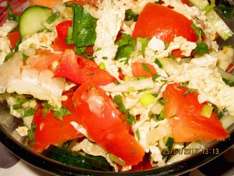 Салаты и соус -заправка к салатам