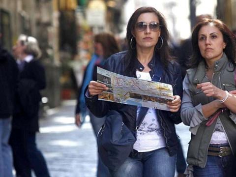 Отчаявшись найти в Неаполе а…