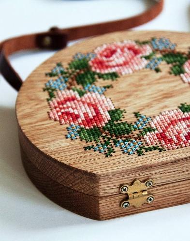 Вышивка крестом на деревянных заготовках
