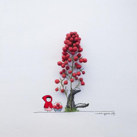 Парень превращает цветы и по…