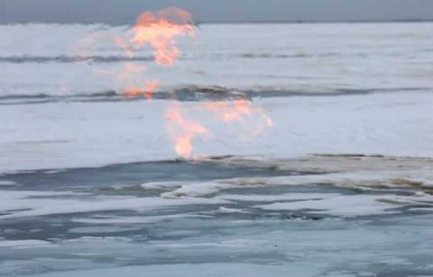 Горящие льды Байкала сняли на видео