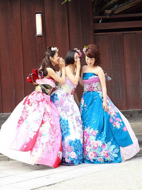 Как японские невесты превращают кимоно в свадебные платья в европейском стиле