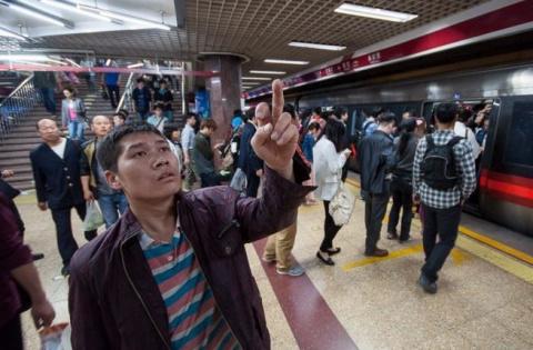 Понаехали? Ведите себя культурно! Китайцы наказали мигрантов в метро