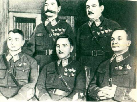 Зачем Сталин «обезглавил» Кр…