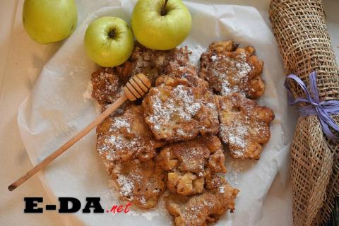 Яблочные оладьи с гречневой мукой