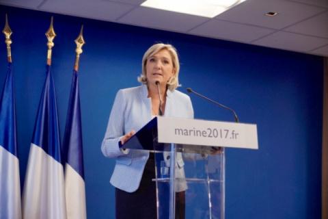 Бесстрашная женщина: зачем Ле Пен приехала в Москву за месяц до выборов