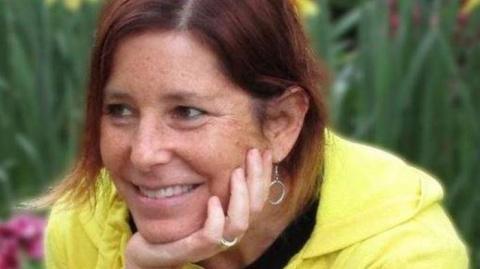 Она умирает от рака, но напоследок ищет жену своему мужу
