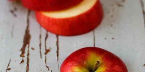 Как сделать антицеллюлитный массаж с помощью обычного яблока