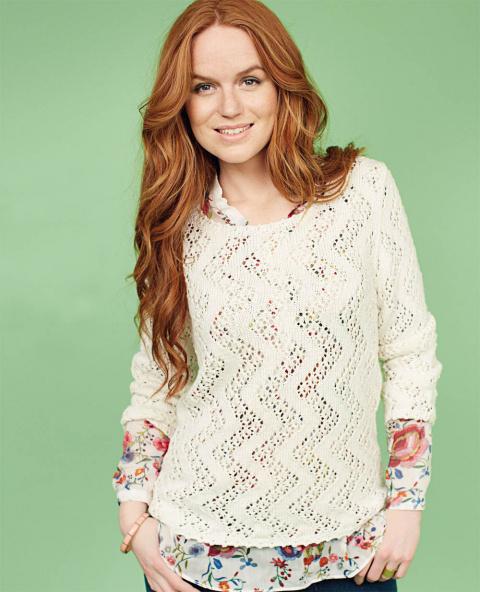 Пуловер спицами с узором «зигзаг»