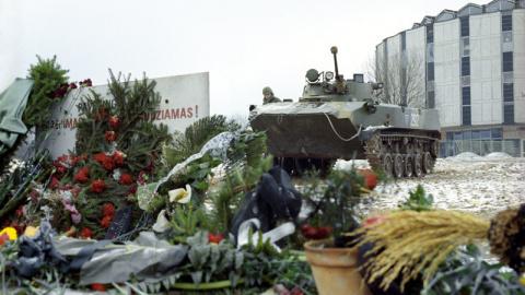 Начало распада СССР: штурм т…