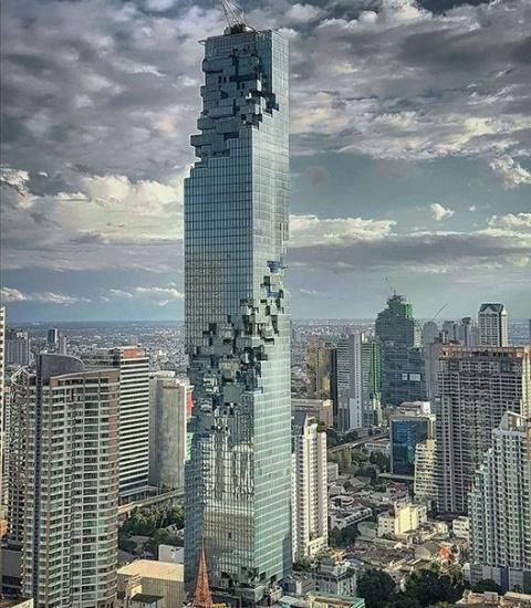 Новый самый высокий в мире небоскреб в Тайланде выглядит так, будто потерял пару пикселей