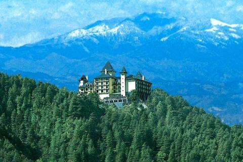10 потрясающих отелей в гора…