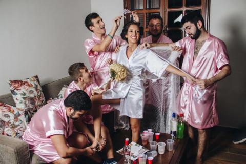 Невеста, у которой нет подруг, пригласила на свой девичник парней-однокурсников
