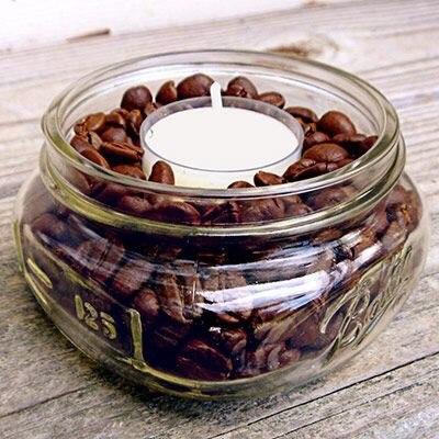 Свеча нагревает зерна кофе, распространяя тем самым прекрасный кофейный аромат!