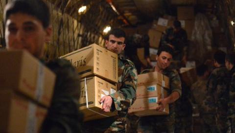 Российские военные за сутки выдали сирийцам три тонны гумпомощи