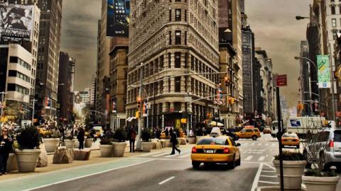 Один из таксистов Нью-Йорка …