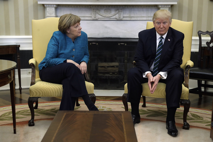 СМИ узнали о врученном Трампом Меркель счете на 300 миллиардов за услуги НАТО