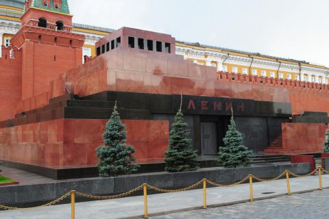 В РПЦ призвали вынести тело …