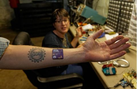 Биохакинг позволит вам подключить тело к чему угодно