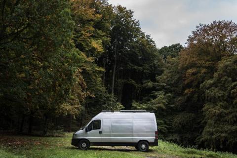 Как фотограф превратил 16-летний фургон в уютный дом на колесах