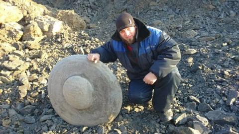 Таинственный артефакт из глубокого прошлого  нашли в угольном разрезе Кузбасса (ВИДЕО)