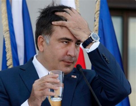 США смешали Саакашвили с грязью