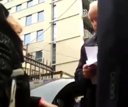 Жители из Томска остановили …