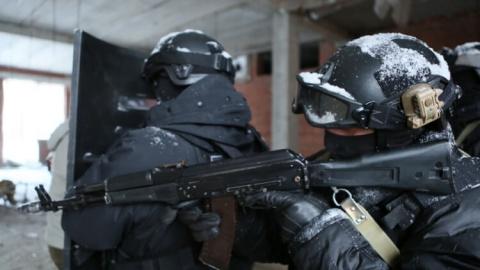 Российские военные и бойцы Р…