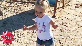 Летящей походкой: дочь Максима Галкина и Аллы Пугачевой продефилировала по пляжу